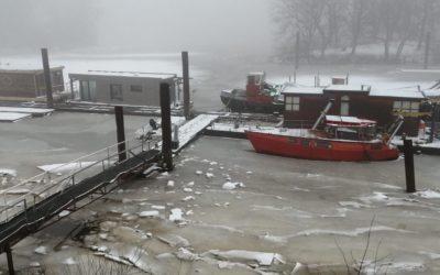 Tiefster Winter im Hausboothafen!