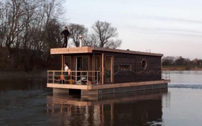 Das erste Hausboot, Modell Heuckenlock, auf Erprobungsfahrt